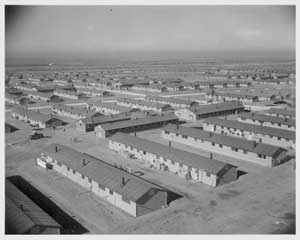 Photo aérienne de l'un des camps. Source : http://publicintelligence.net/japanese-internment-camps-war-relocation-authority-photos/